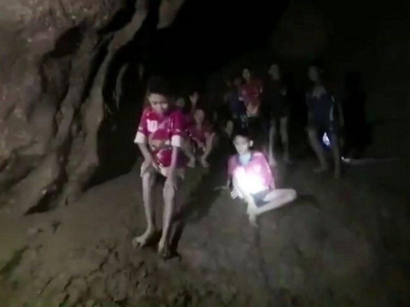 Держаться Экапол Чантавонг, держаться, пещера