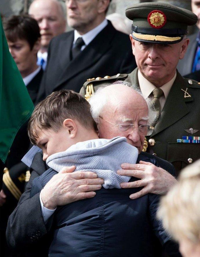 """11. """"Нам не нужно причин, чтобы любить мистера Хиггинса"""" в мире, интересные люди, ирландия, народная любовь, политика, политики, президент, фото"""