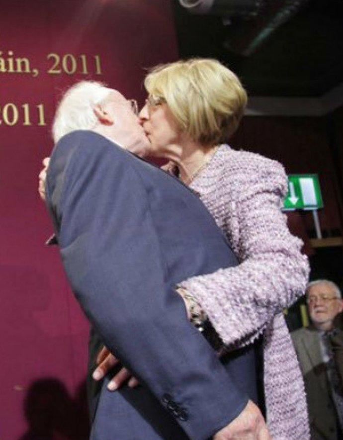 """8. Хиггинс пообещал быть таким же """"чертовски очаровательным"""", если его переизберут. в мире, интересные люди, ирландия, народная любовь, политика, политики, президент, фото"""