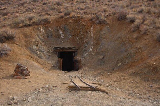 Человек копавший тоннель 32 года в никуда! бессмысленные вещи, дикий запад, опасность, трудная работа, тяжелая работа