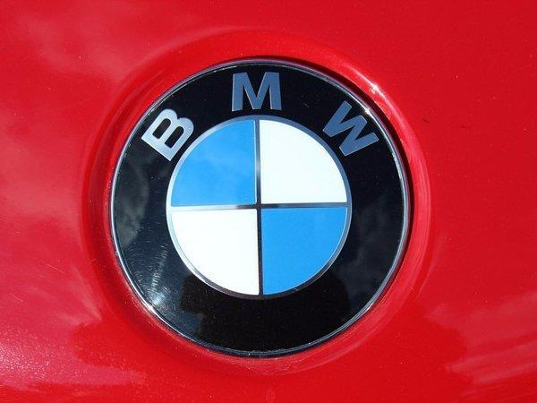 4. В лого BMW зашифрован как намек на авиационное прошлое концерна, так и цвета флага Баварии (эстонцы могут считать, что — Эстонии) бренд, интересно, логотип, послания