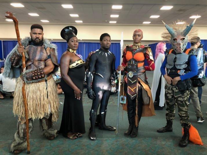 """4. Группа в стиле """"Черной пантеры"""" comic-con, Фестиваль, в мире, комик кон, костюмы, лучшее, наряды, фэнтези"""