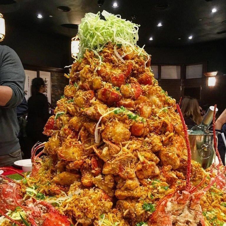 """Канадский ресторан Fishman Lobster Clubhouse предлагает посетителям блюдо под названием """"гора лобстеров"""".  блюдо, в мире, дорогая еда, дорого, еда, лобстеры, морепродукты, ресторан"""