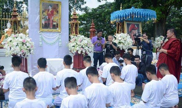Тайские дети, спасенные из пещеры, стали послушниками монастыря Buddhist, The Wild Boars football team, thai, ynews, буддизм, постриг, таиланд