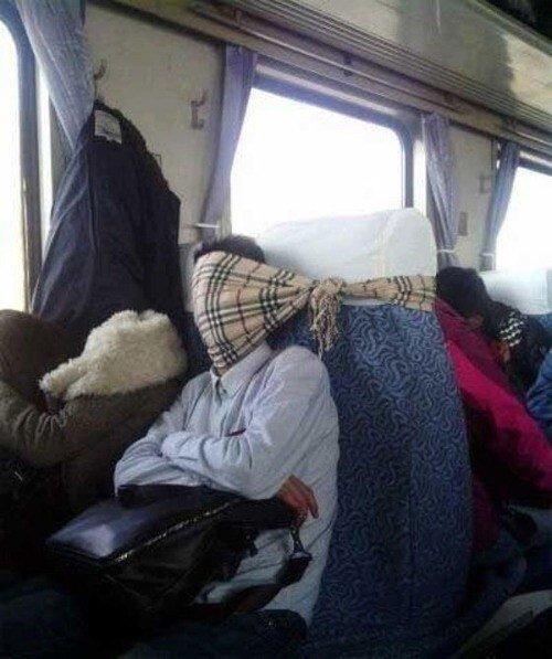 8. А доспать можно и в транспорте по пути на работу. будильник, кофе, муки, подъем, утро, юмор