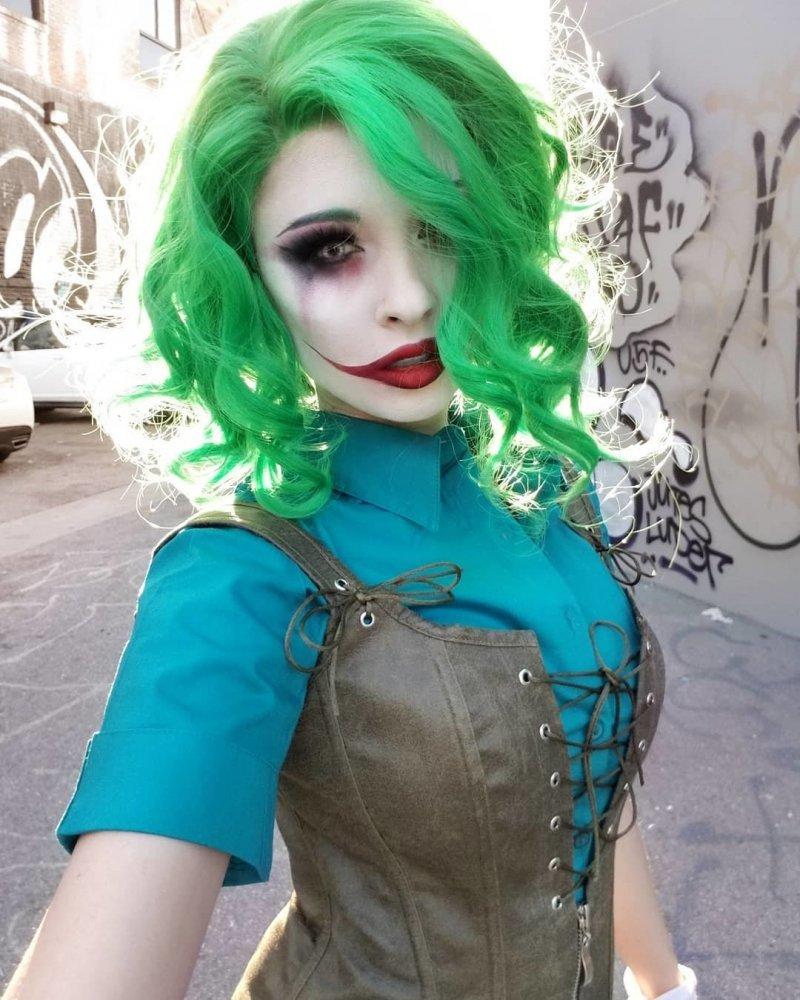 Джокер в женском обличье день, животные, кадр, люди, мир, снимок, фото, фотоподборка
