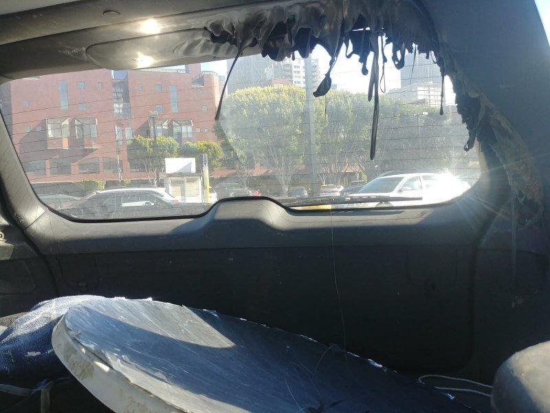 Будьте осторожны, оставляя в жаркий день зеркало в автомобиле авто, автоприкол, жара, зеркало, лето, пластик, солнце, юмор