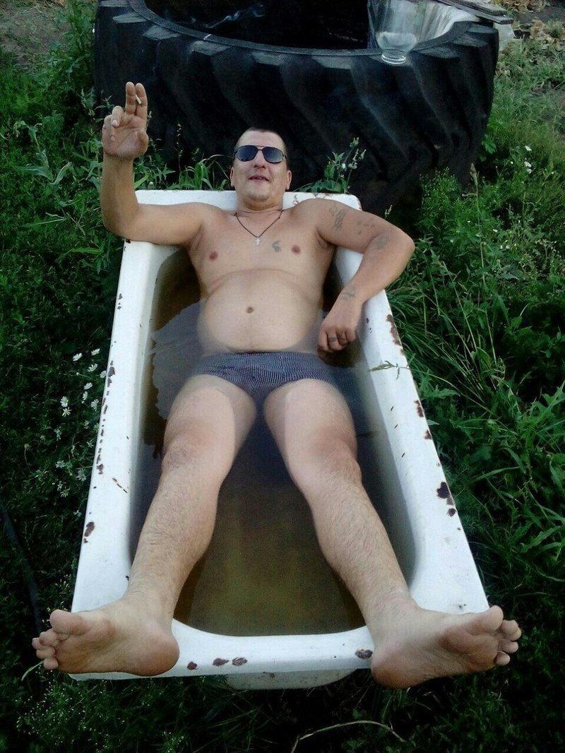 Джакузи и бассейны не смогут заменить тепленькую ванну в огороде Веселые, девушки, деревня, лето, отдых, прикол, село, юмор