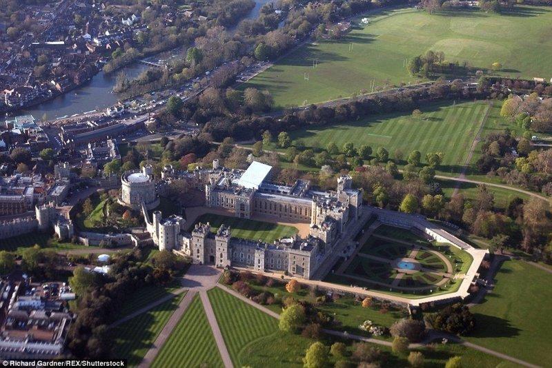 Окрестности Виндзорского замка, обычно зеленые и свежие, сейчас представляют собой жалкое зрелище желто-бурого цвета англия, аномальная жара, аэрофотосъемка, великобритания, засуха, лондон, раньше и сейчас, сравнение