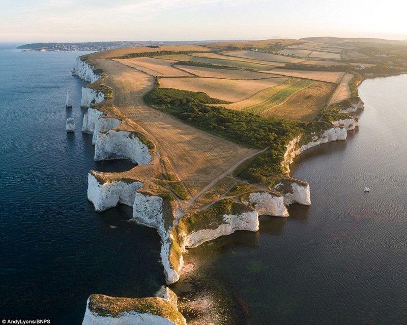 Олд Харри Рокс на острове Пурбек, Дорсет, юг Англии англия, аномальная жара, аэрофотосъемка, великобритания, засуха, лондон, раньше и сейчас, сравнение