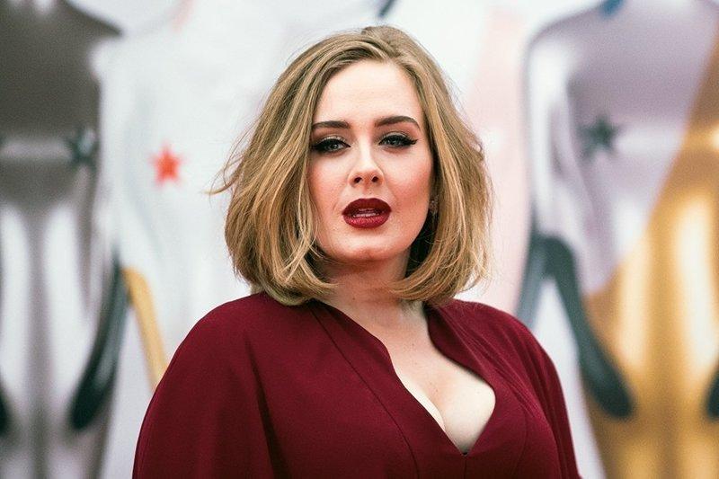 Адель без макияжа, звезды, знаменитости, не узнать, повседневность, принять себя