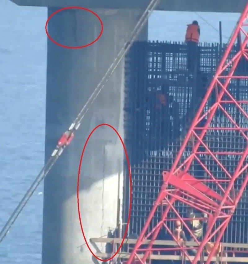 В интернете появилась фотография, на которой запечатлена 256 опора, находящаяся практически по средине Керченского пролива, которая треснула в двух местах ynews, Крымский мост, интересное, керченский мост, мост, трещина, фото