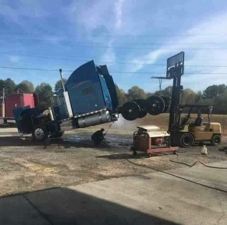 А это вообще безопасно? грузовик, грузовики, камаз, прикол, тягач, юмор