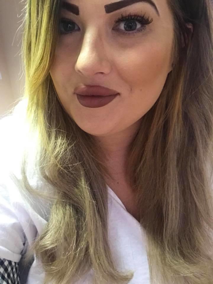 На работе так появляться было нельзя, поэтому Шантель скрыла свои новые шикарные усищи толстым слоем макияжа в мире, внешность, история, красота, люди, усы