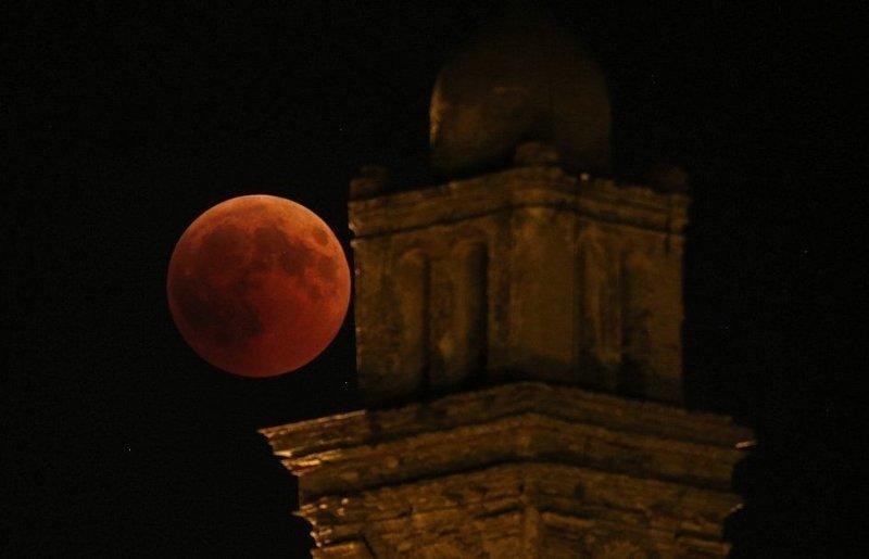 Земляне наблюдали за красной Луной ynews, красная Луна, лунное затмение, небесные явления, необычно, новости, чудеса природы, явления природы