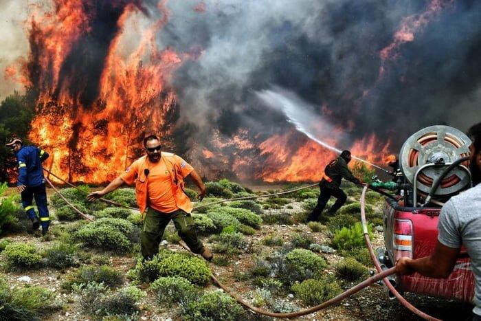 Пожары в Греции: ад на Земле ynews, Пелопонесс, греция, жертвы пожаров, люди в поисках спасения, новости, пожары, стихийное бедствие