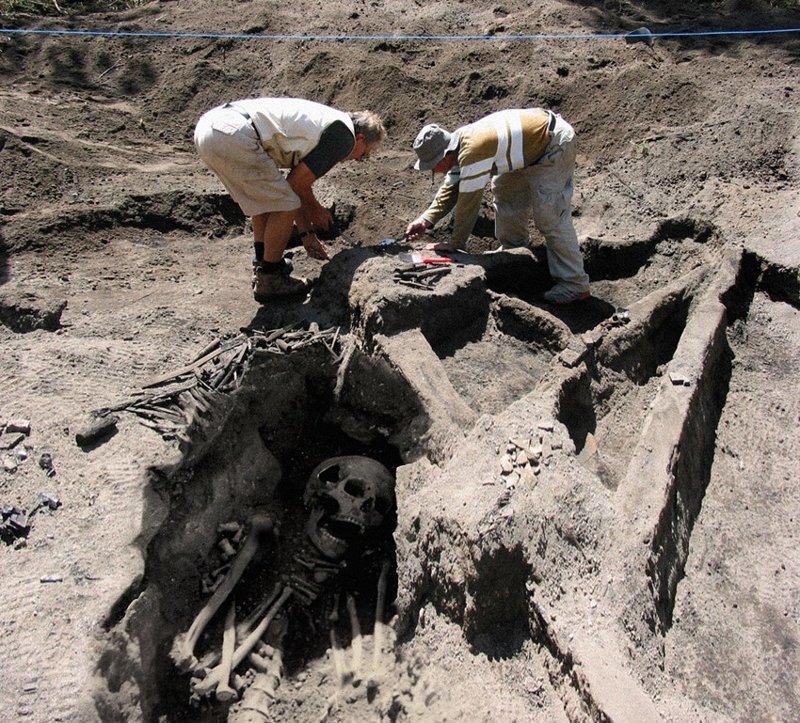 Далее ещё один снимок с раскопок Атлантиды. интересное, история, фейк