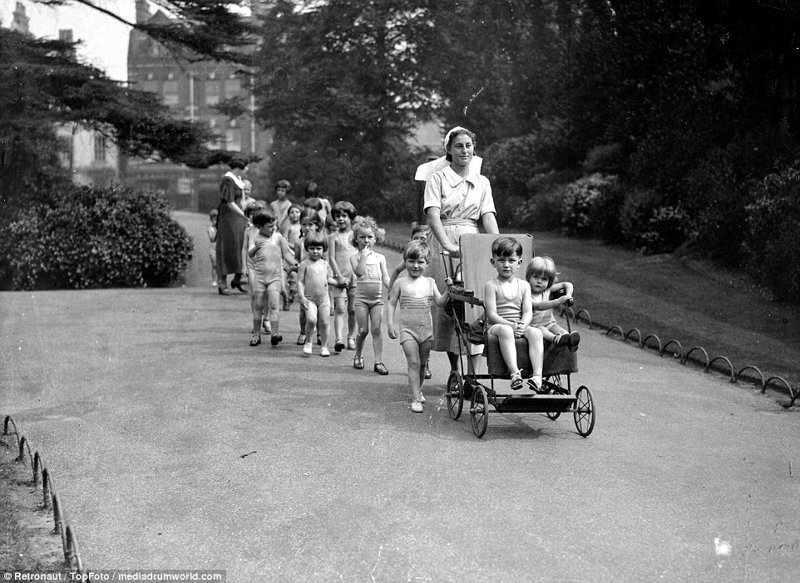 Прогулка в детской больнице великобритания, винтаж, история, лондон, люди, ретро, ретро фото, старые фотографии