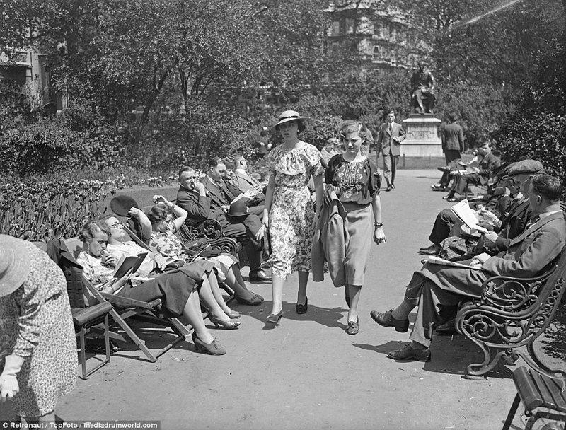 Британские джентльмены не снимают пиджаков, несмотря на изнуряющую жару великобритания, винтаж, история, лондон, люди, ретро, ретро фото, старые фотографии