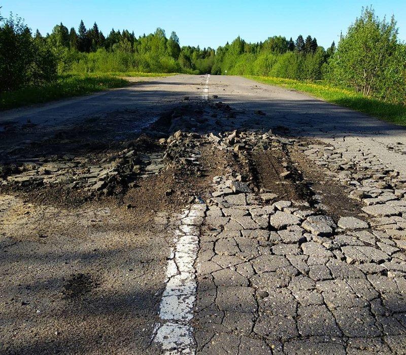 Так вот когда цемлица русская асфальт принимать отказываться, она и начинает разрушать его изнутри дороги, прикол, российские дороги, юмор, ямы
