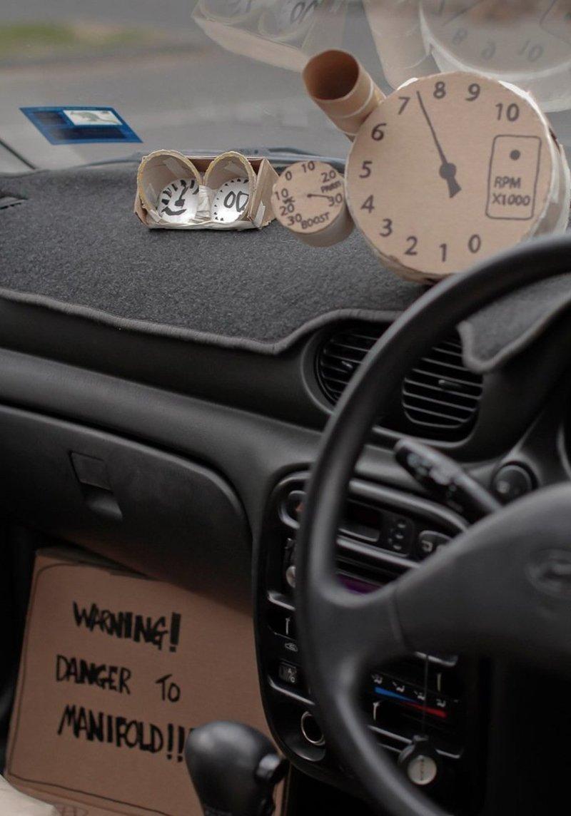 В салоне автомобиля handmade, вещи из мусора, вторая жизнь, как это сделать, картон, картонная коробка, переделка