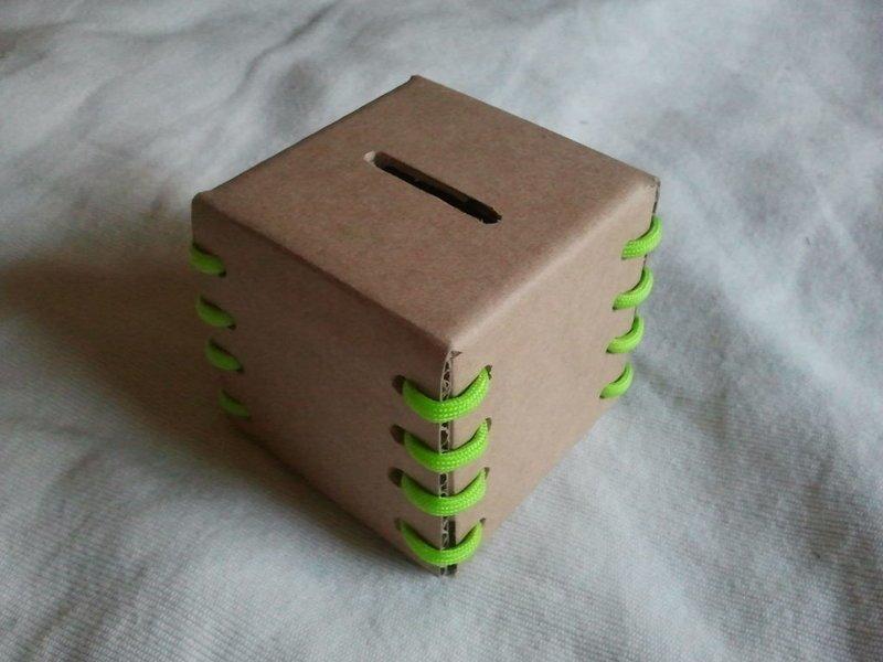 Копилка из картона handmade, вещи из мусора, вторая жизнь, как это сделать, картон, картонная коробка, переделка