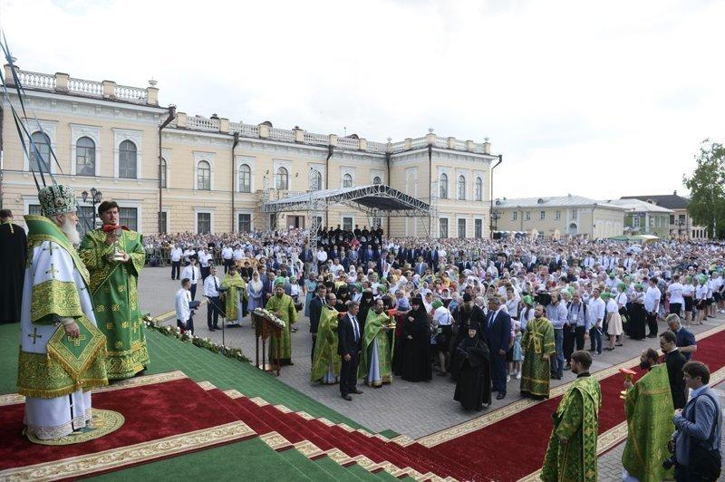 В комментариях участники богослужения подтвердили её слова, и рассказали о своих мучениях.  ynews, интересное, откровение, причастие, священники, фото, церковь