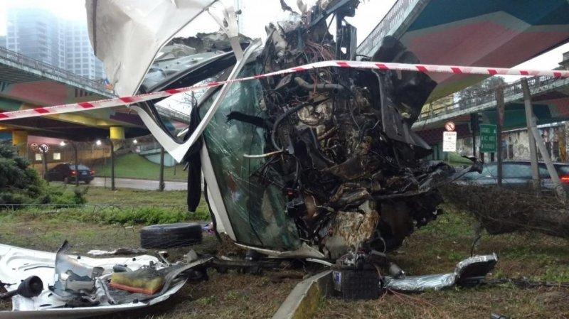 В Аргентине подросток выжил, вылетев с эстакады на огромной скорости авария, авто, авто авария, везение, видео, дтп, повезло