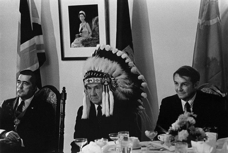 Председатель совета министров СССР Алексей Косыгин на встрече с индейскими вождями в Канаде. 1971 год исторические фотографии, история, редкие фотографии