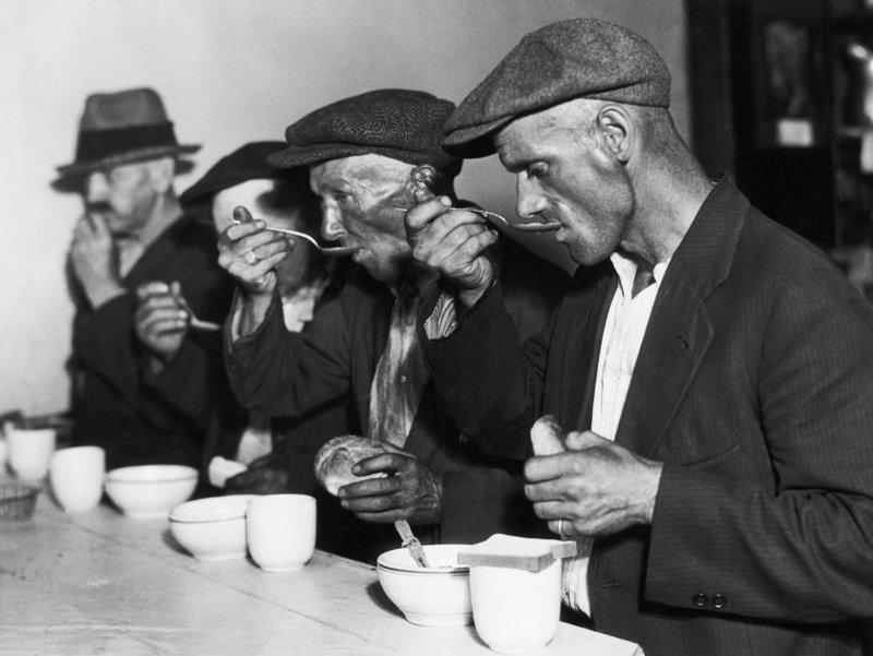 Общественная столовая во времена Великой депрессии. США. 1930 год исторические фотографии, история, редкие фотографии
