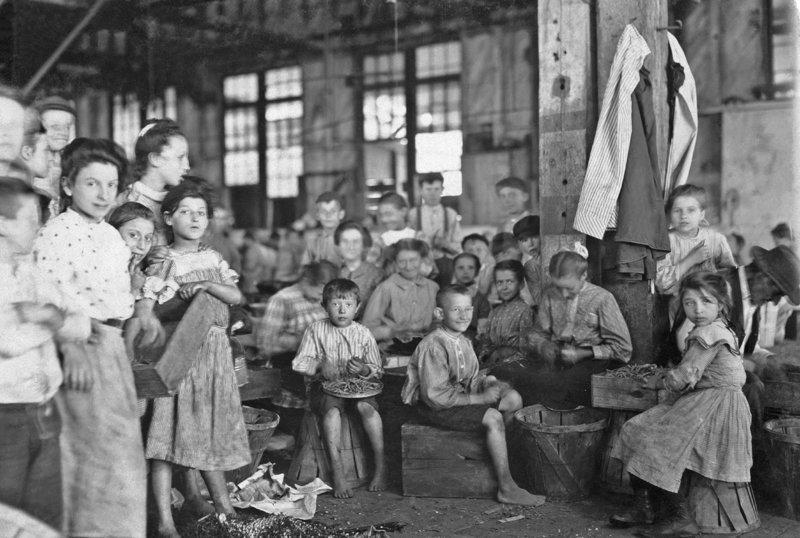 Дети-рабочие на упаковочной фабрике. Балтимор, Мэриленд. 1909 год исторические фотографии, история, редкие фотографии