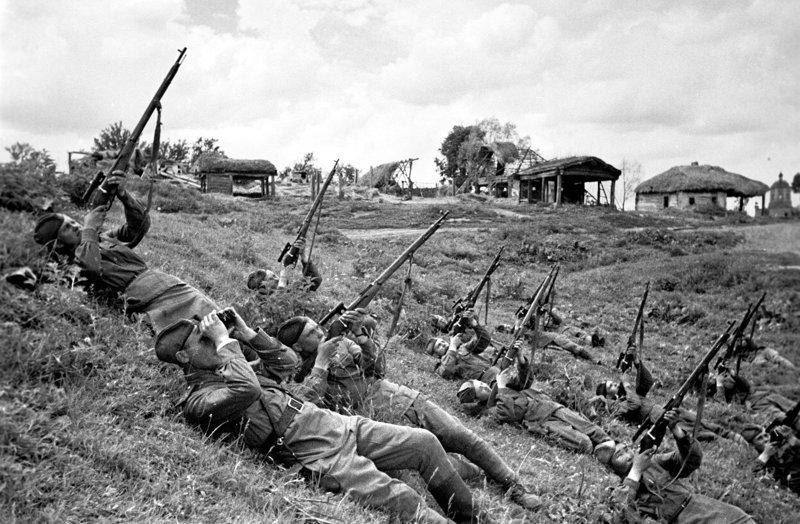 Снайперы ведут огонь по самолётам. 1943 год исторические фотографии, история, редкие фотографии