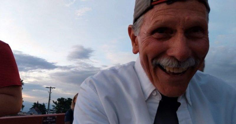 Дедок неразобрался скамерой телефона и стал интернет-звездой видео, дедушка, камера, предложение, прикол, старик, съемка, юмор