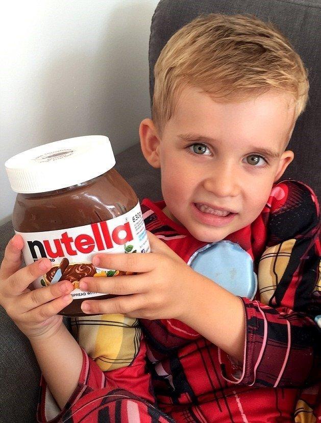 В это время Харрисон нашёл себе отличное развлечение — шоколадную пасту Нутелла в мире, дети, люди, нутелла, прикол, юмор