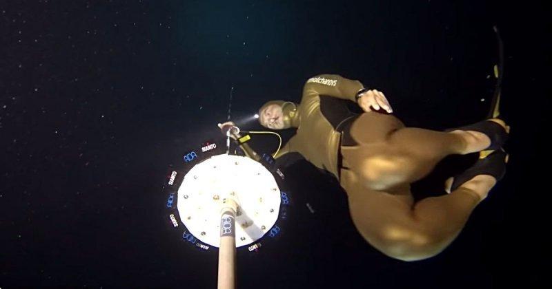 Погружение на рекордную глубину 130 метров без акваланга видео, глубина, дайвинг, золотая медаль, погружение, рекорд, спорт, фридайвинг
