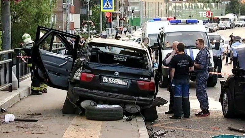 Авария дня.  BMW сбил трех человек в Новой Москве bmw, авария, авария дня, авто, авто авария, видео, дтп, смертельное дтп