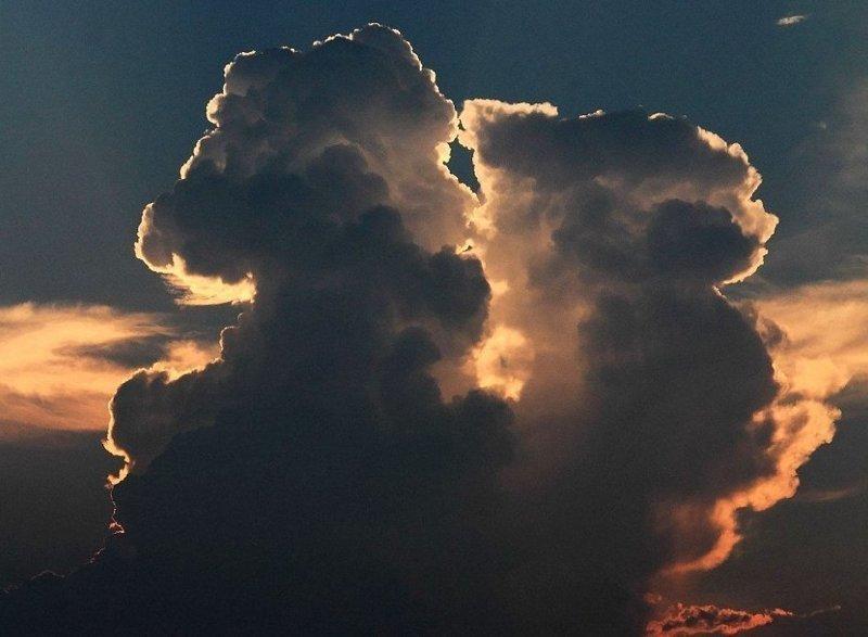 Нашлись пользователи сети, разглядевшие в одном из облаков Дональда Трампа  Шаосин, китай, небо, облако, поцелуй, романтика, фотография, фотомир