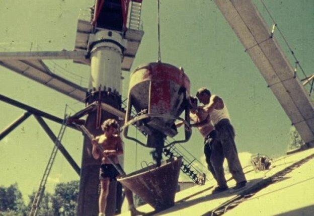 Рабочие располагали минимальным комплектом средств защиты и уделяли мало внимания технике безопасности австралия, архив, кадр, мост, рабочий, строитель, строительство