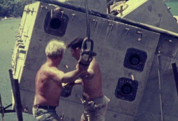 Архивные кадры показывают условия труда австралийских строителей в 1970-х австралия, архив, кадр, мост, рабочий, строитель, строительство