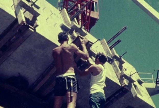 Наземные и морские службы Нового Южного Уэльса опубликовали 24-минутный фильм о сооружении бетонного моста высотой 330 м, соединяющего Дейлис-Пойнт с Букер-Бей австралия, архив, кадр, мост, рабочий, строитель, строительство