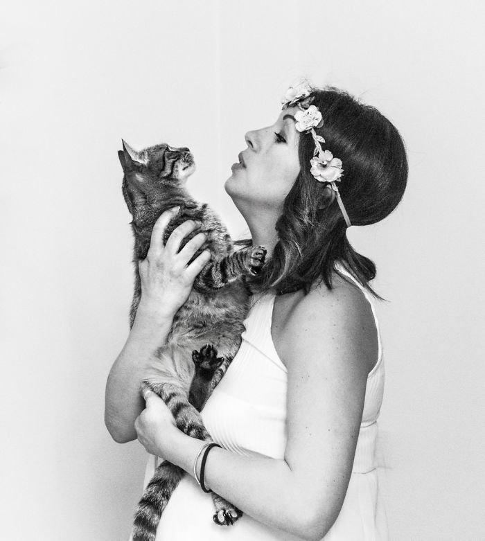 Нина и Милена ждут Матильду беременность, беременные и кошачьи, домашние животные, женщины и кошки, кошки, предубеждения, фото, фотопроект