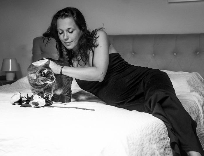 Линда и Надя ждут Агату беременность, беременные и кошачьи, домашние животные, женщины и кошки, кошки, предубеждения, фото, фотопроект