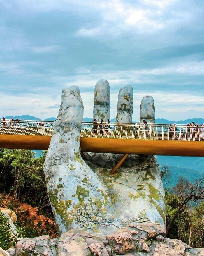 150-метровый Золотой Мост расположен на высоте 1400 метров над уровнем моря. Вьетнам, в мире, красиво, мост, необычный дизайн, путешествия, строительство, туризм