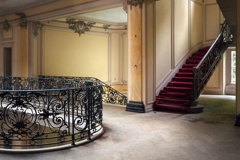 17. Потрясающие элементы декора. Заброшенный дворец Château Lumière, Франция брошенные жилища, дворцы, заброшенные, заброшенные дома, заброшенные здания, старина старый дом, старые здания