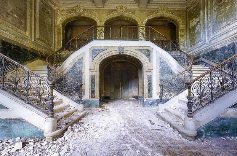 4. Мраморная лестница в заброшенном дворце брошенные жилища, дворцы, заброшенные, заброшенные дома, заброшенные здания, старина старый дом, старые здания
