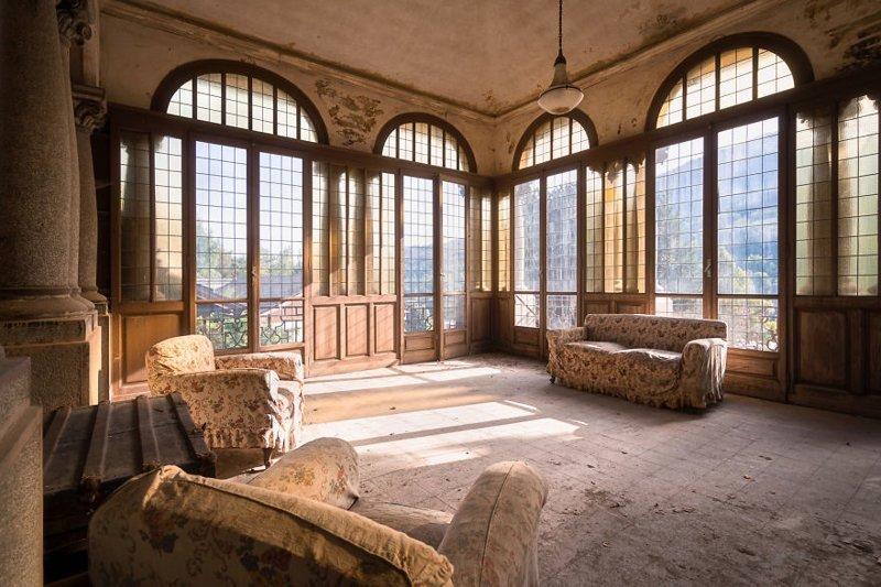 10. Волшебный вид из окон заброшенной виллы брошенные жилища, дворцы, заброшенные, заброшенные дома, заброшенные здания, старина старый дом, старые здания