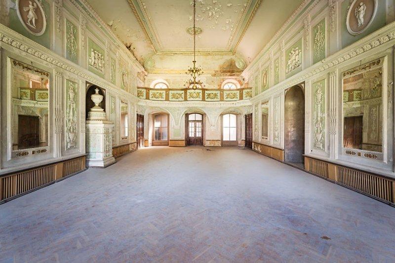 8. Бальный зал в заброшенном дворце (Польша) брошенные жилища, дворцы, заброшенные, заброшенные дома, заброшенные здания, старина старый дом, старые здания