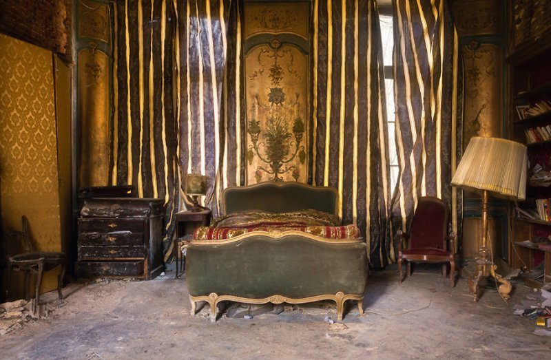23. Спальня с антикварной мебелью во дворце брошенные жилища, дворцы, заброшенные, заброшенные дома, заброшенные здания, старина старый дом, старые здания