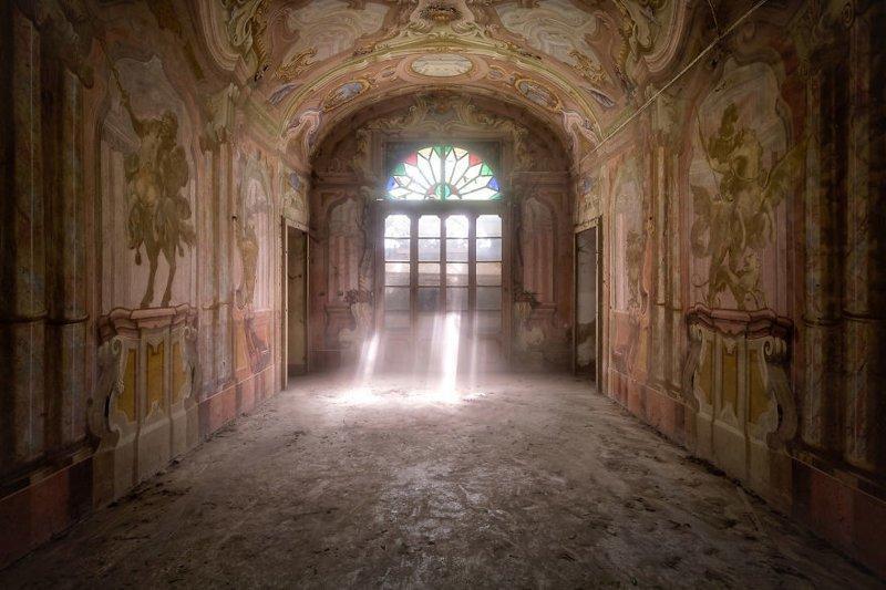 2. Фрески на стенах заброшенной фермы (да, фермы). Италия брошенные жилища, дворцы, заброшенные, заброшенные дома, заброшенные здания, старина старый дом, старые здания