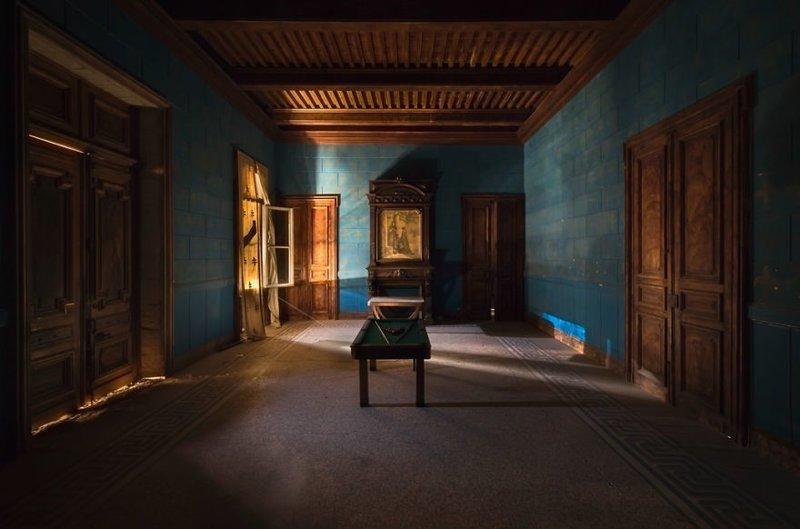 13. Голубая комната и бильярдный стол для пула брошенные жилища, дворцы, заброшенные, заброшенные дома, заброшенные здания, старина старый дом, старые здания